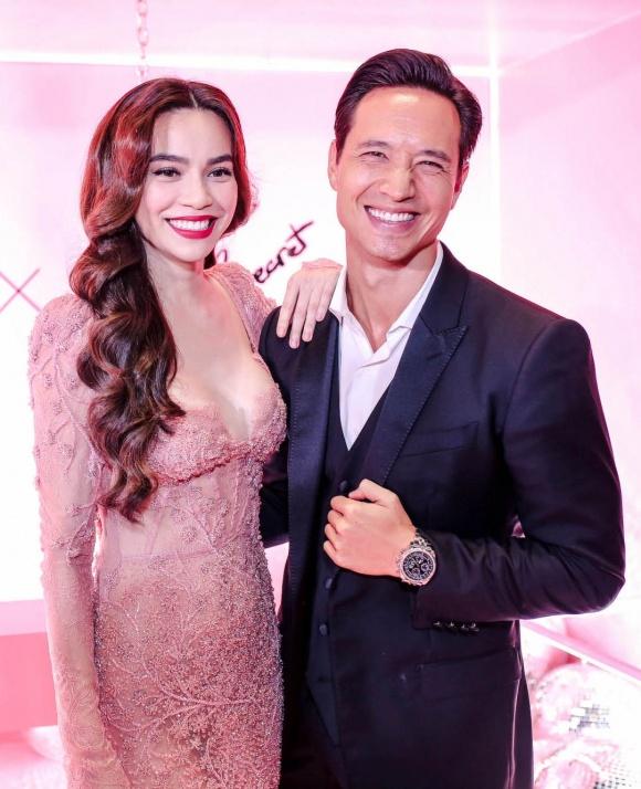 Hà Hồ diện váy táo bạo khoe vòng một, nhẹ nhàng hôn phớt Kim Lý tại sự kiện - Ảnh 5