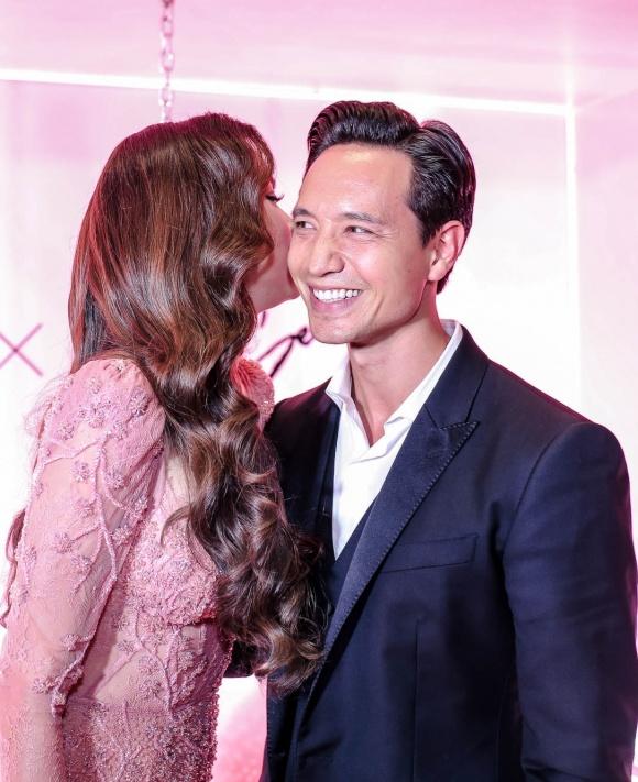 Hà Hồ diện váy táo bạo khoe vòng một, nhẹ nhàng hôn phớt Kim Lý tại sự kiện - Ảnh 7