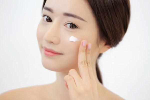 Các bước dưỡng ban đêm giúp da căng mịn, trắng hồng không tì vết như gái Hàn - Ảnh 4