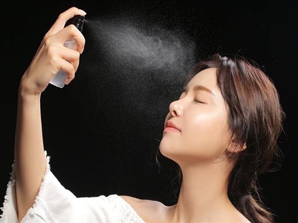'Bí mật' của nước xịt khoáng trong dưỡng da và trang điểm