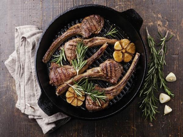 Bí quyết ăn uống ngày Tết để thoải mái ăn thịt mà không lo tăng cân