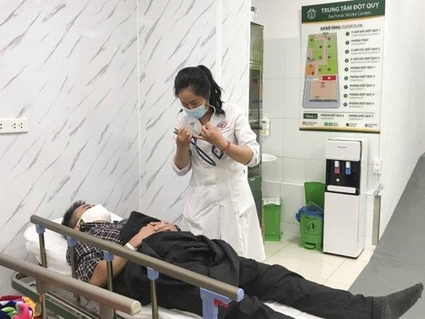 Bỏ thuốc, chích máu ở tai, tay là những sai lầm nghiêm trọng trong phòng, sơ cứu đột quỵ