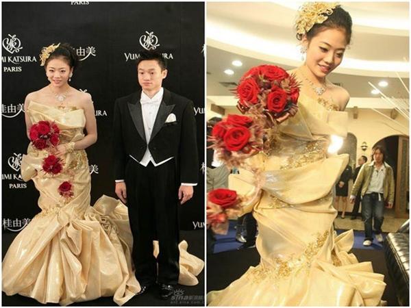 Bộ váy cưới bằng vàng đắt nhất làng giải trí Hoa ngữ