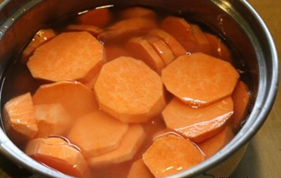 Cách làm mứt khoai lang khô giòn ngon cực đơn giản, chị em tha hồ đãi khách dịp Tết - Ảnh 2