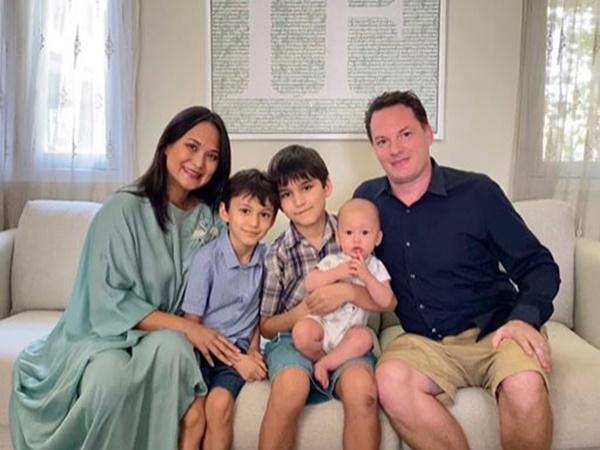Chỉ một bức ảnh, chồng cũ Hồng Nhung lộ mối quan hệ với con riêng của vợ mới