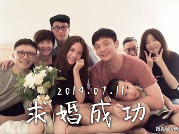 """Clip Lý Vinh Hạo cầu hôn Dương Thừa Lâm lên No.1 hot search Weibo vì khung cảnh """"không giống ai"""""""