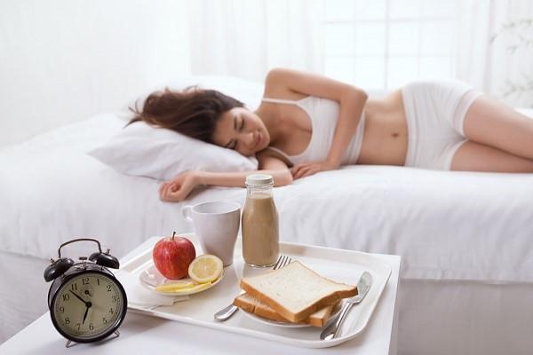 Cứ duy trì những thói quen có hại này vào buổi sáng thì đừng trách tại sao sức khỏe ngày càng sa sút - Ảnh 3