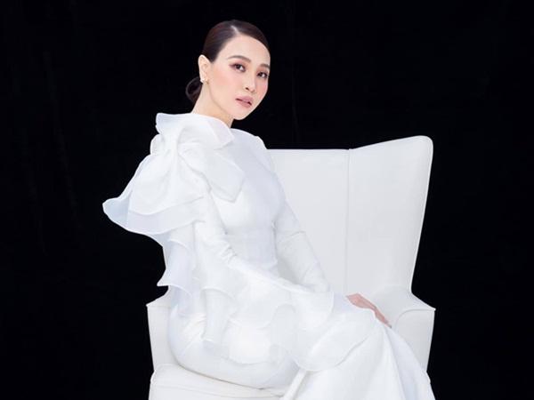 Đàm Thu Trang tái xuất sau sinh với hình ảnh gây sốt, khoe nhan sắc mẹ bỉm sữa đỉnh cao