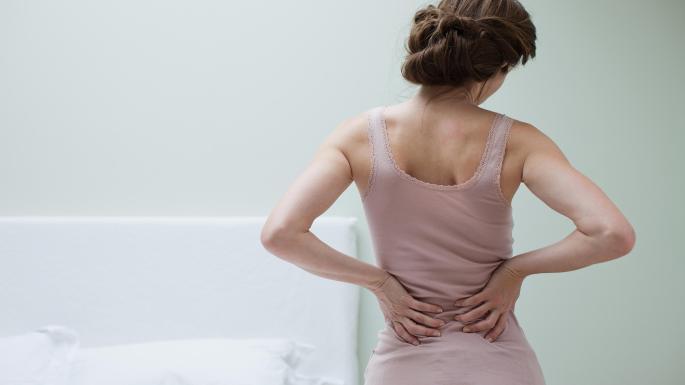 Dành vài phút mỗi ngày thực hiện bài tập này sẽ giảm đau lưng nhanh chóng, ai cũng có thể làm theo - Ảnh 1