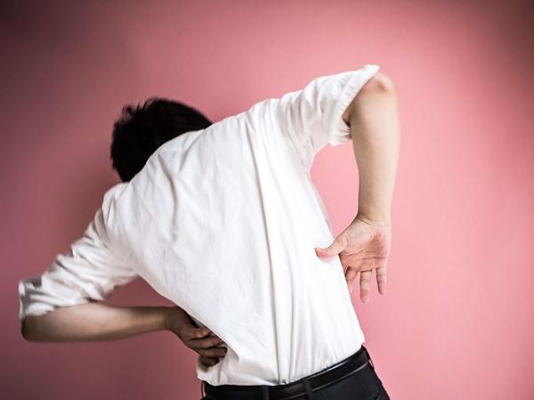 Đau vùng thắt lưng có thể là dấu hiệu cảnh báo một trong những vấn đề sức khỏe nguy hại sau