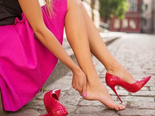 Đây là những lợi ích sức khoẻ bạn nhận được nếu hạn chế đi giày cao gót