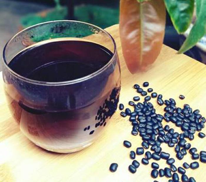 Giảm cân, ngừa ung thư nhờ thường xuyên uống nước đậu đen rang mỗi ngày - Ảnh 2