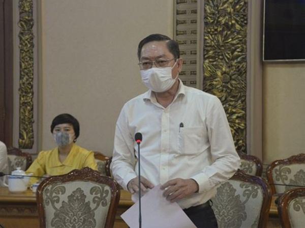 Giám đốc Sở Y tế TP.HCM: Nhân viên sân bay Tân Sơn Nhất âm tính Covid-19 nhưng người nhà thì dương tính