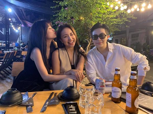 Hoàng Thuỳ Linh - Gil Lê tươi rói tụ họp bên hội bạn thân Vân Hugo, Mai Phương Thuý, nhìn ảnh đã thấy hạnh phúc lây!
