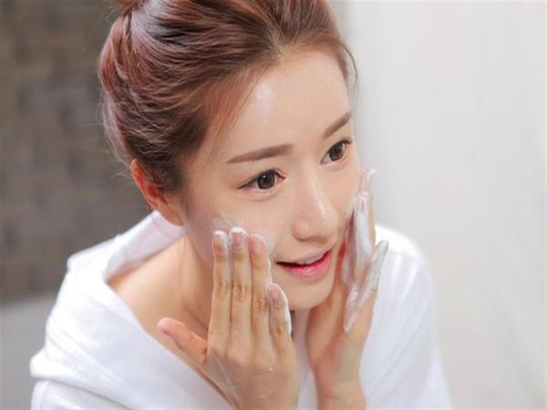 Học phụ nữ Hàn cách chăm sóc da mùa hè