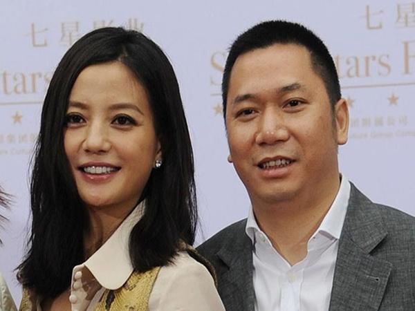 Hơn 400 lá đơn tố vợ chồng Triệu Vy gian lận chứng khoán, đã có người thắng kiện đầu tiên