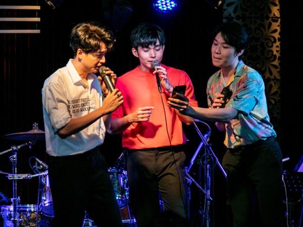 """Jun Phạm công khai khoe """"nhẫn cặp"""" với Ngô Kiến Huy, song ca bài hát mới toanh cùng với Quang Trung tại showcase mừng sinh nhật"""