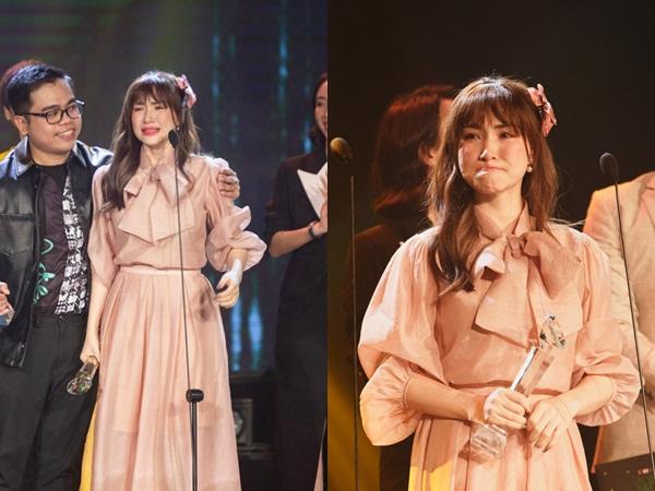 Khoảnh khắc viral: Hoà Minzy bật khóc nức nở tại lễ trao giải, tự nhận xấu nhưng netizen lại phản ứng trái ngược hẳn