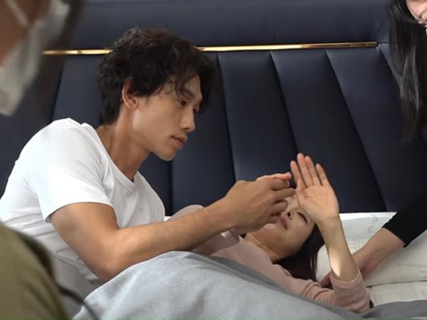 """Lần đầu chứng kiến Bi Rain - Kim Tae Hee thân mật: """"Táy máy"""" động chạm bà xã, đi quay mà tình như ở nhà"""