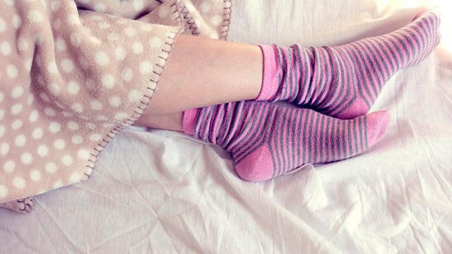 Lạnh chân không phải là biểu hiện bình thường mùa lạnh mà là dấu hiệu cảnh báo những căn bệnh này - Ảnh 2