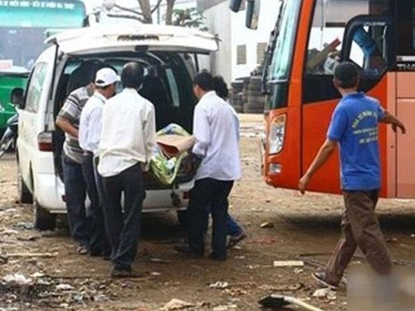 Lấy mẫu xét nghiệm SARS-CoV-2 người đàn ông tử vong trên xe khách từ Bình Dương về Sóc Trăng