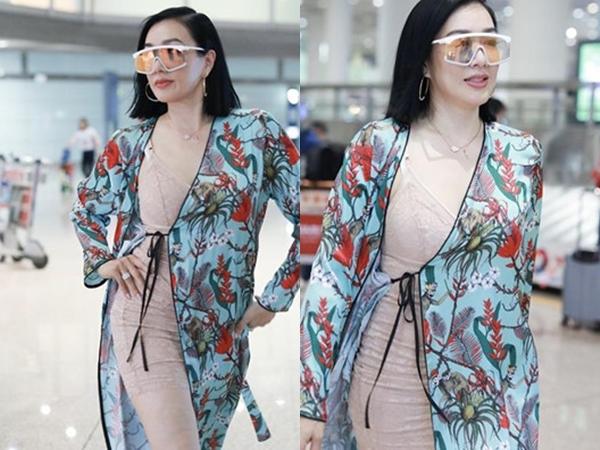 Mặc váy mỏng như đồ ngủ, 'Nữ thần gợi cảm gốc Việt' Chung Lệ Đề khoe thân hình gợi cảm ở tuổi 49