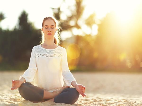 Mỗi ngày bỏ ra 7 phút, chẳng sợ stress với các động tác yoga này