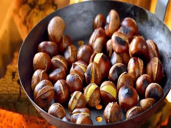 Món hạt dẻ nướng siêu hút khách vào mùa đông: Chuyên gia khuyến cáo 4 lưu ý, 2 nhóm người cần tránh ăn nếu không muốn ăn rồi phát bệnh