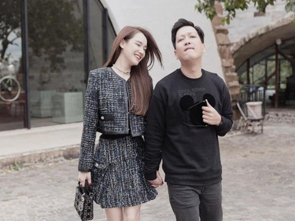 Nhã Phương khoe ảnh dẫn Trường Giang về quê, ai dè lại nhờ netizen xóa hộ ông xã và nhận cái kết ngã ngửa