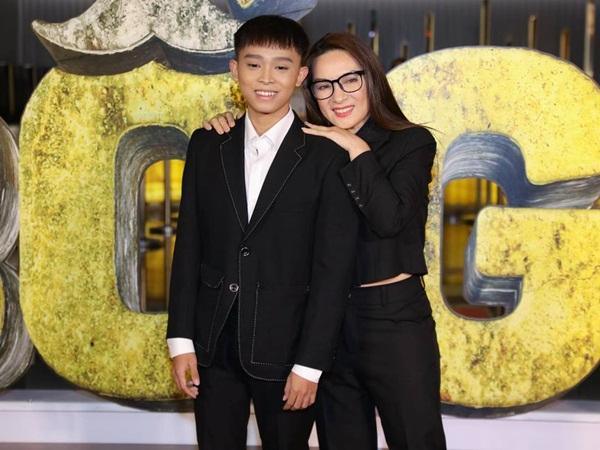 Cùng con trai Hồ Văn Cường dự sự kiện, Phi Nhung gặp sự cố nhớ đời nhưng lại khiến fan ôm bụng cười