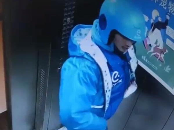 Kiểm tra camera, bảo vệ chung cư sốc nặng khi thấy hành động kỳ lạ của nam shipper trong thang máy