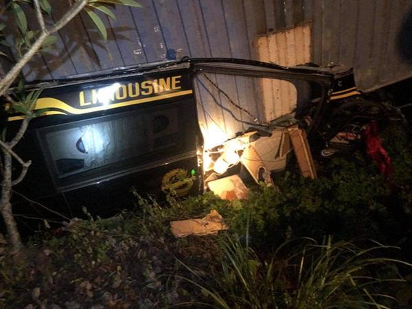 Quảng Ninh: Kinh hoàng container đè bẹp xe limousine khiến 3 người tử vong tại chỗ