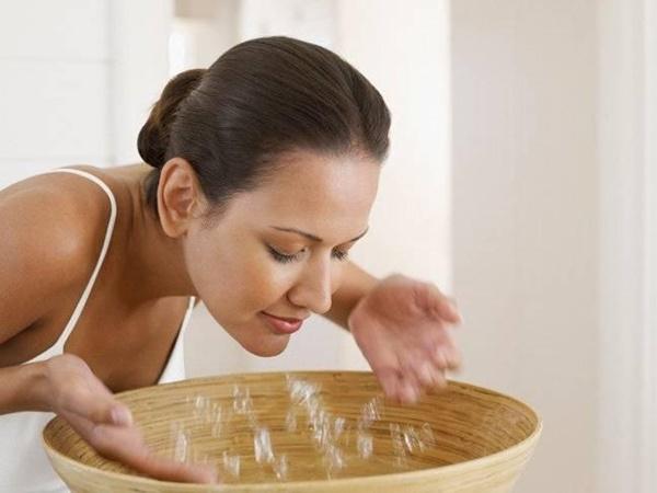 Rửa mặt bằng nước muối sao cho đúng?