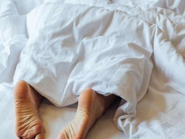 Tại sao thò chân ra khỏi chăn khi ngủ lại tốt và mọi người nên thực hiện?