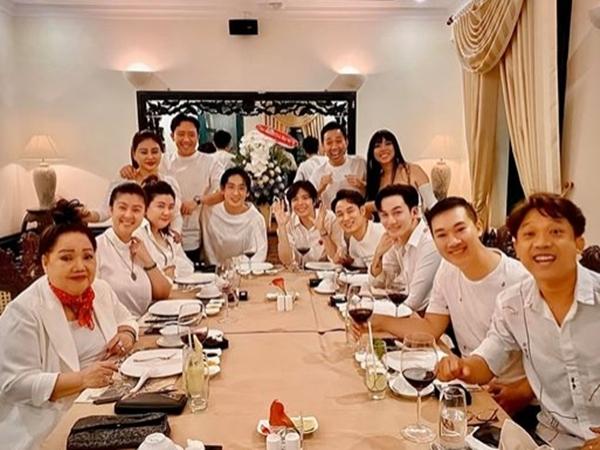Trấn Thành tụ họp cùng hội bạn thân mừng sinh nhật, nhưng gây chú ý nhất là sự vắng mặt khó hiểu của Hari Won