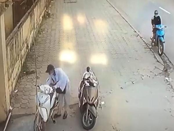 Trộm SH trong 5s trước cổng trường ở Hà Nội