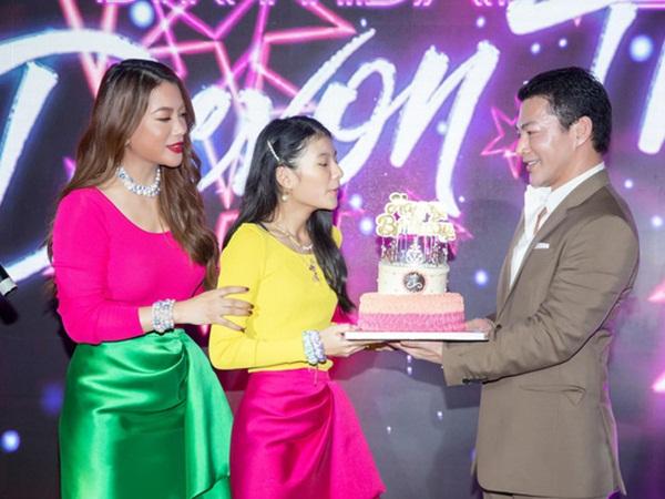 Trương Ngọc Ánh tái hợp chồng cũ trong tiệc sinh nhật con gái, bé Bảo Tiên gây ngỡ ngàng với vóc dáng siêu mẫu