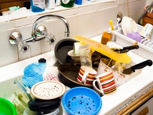Tưởng rửa bát dễ nhưng hóa ra rất nhiều người mắc sai lầm khiến sức khỏe suy yếu dần