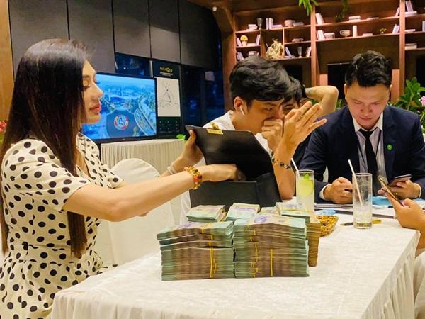 Vác cả núi tiền đi tậu dinh thự bạc tỷ, Lâm Khánh Chi tuyên bố: 'Mua để sau này còn hồi cung'