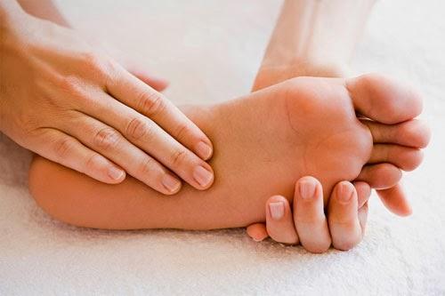 6 dấu hiệu dễ thấy ở bàn chân cảnh báo bạn có thể đang mang 'trọng bệnh' - Ảnh 1