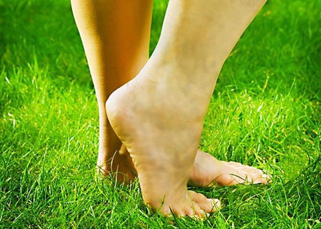 6 dấu hiệu dễ thấy ở bàn chân cảnh báo bạn có thể đang mang 'trọng bệnh' - Ảnh 2