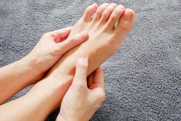 6 dấu hiệu dễ thấy ở bàn chân cảnh báo bạn có thể đang mang 'trọng bệnh' - Ảnh 3