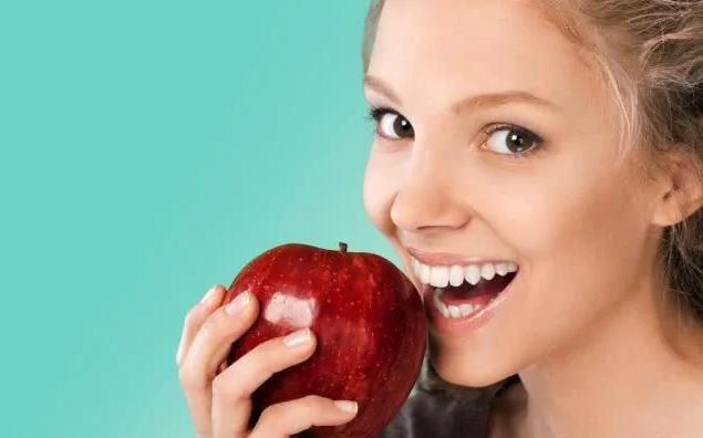 Ăn táo có tốt không? Câu trả lời của là CÓ nếu bạn biết 6 điều CẤM KỴ này và 4 tác dụng phụ khi ăn quá nhiều loại quả này - Ảnh 2
