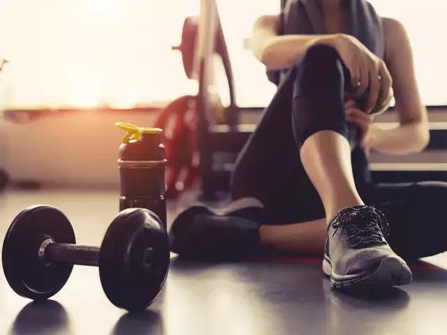 Nhảy dây 1.000 cái/ngày, lợi ích chưa thấy đâu, người phụ nữ 30 tuổi đã gãy xương vì kiệt sức: Những sai lầm khi tập thể dục biến MỒ HÔI trở thành NƯỚC MẮT - Ảnh 2