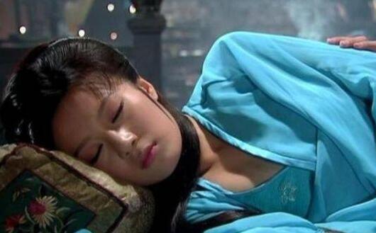 Vì sao khi ngủ, cung nữ Thanh triều buộc phải khép chặt hai chân, không được phép tách rời? - Ảnh 1