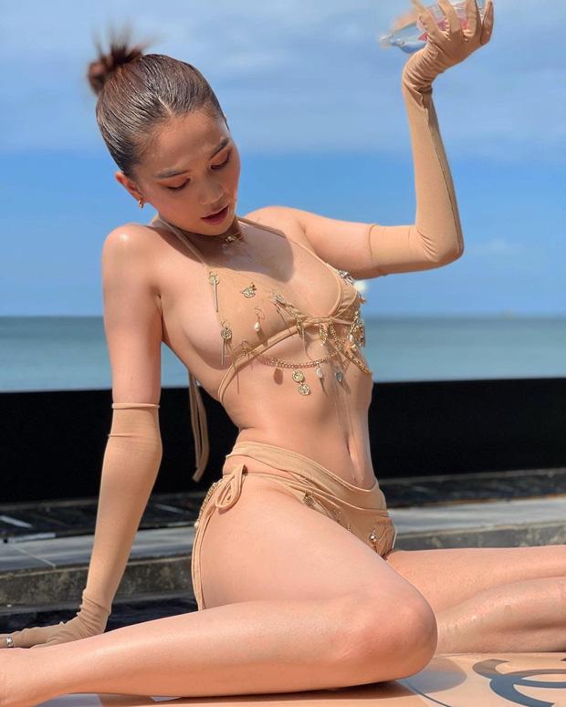 Ngọc Trinh mặc bikini chỉ che phần nhạy cảm, lại còn chú thích: 'Anh có thể làm ướt mọi thứ trên người em'. - Ảnh 2