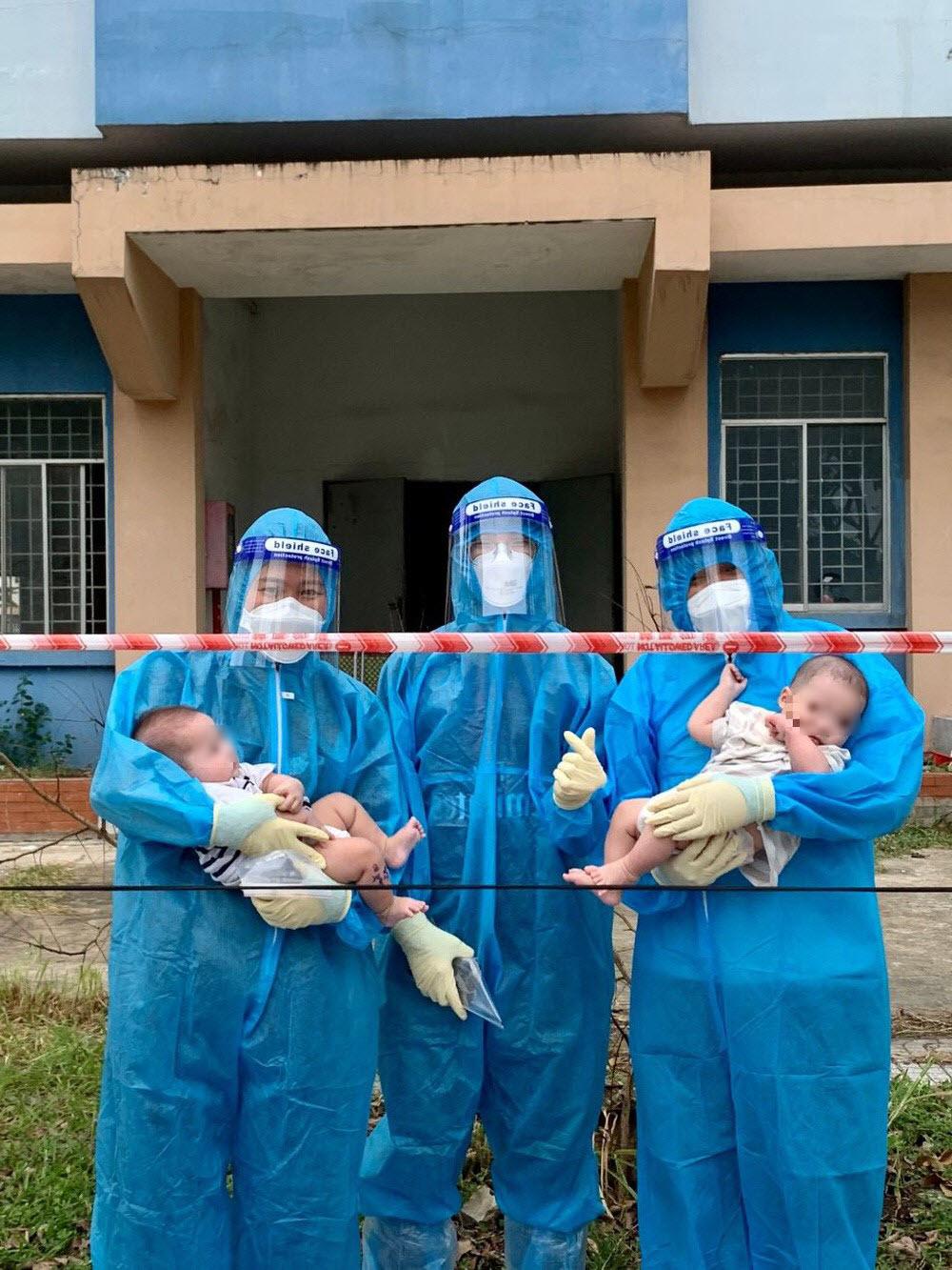 2 bé sơ sinh F0 bị bỏ rơi ở TP.HCM được nhiều người nhận nuôi, nụ cười vô tư của trẻ thơ khiến nhiều người nhói lòng - Ảnh 1