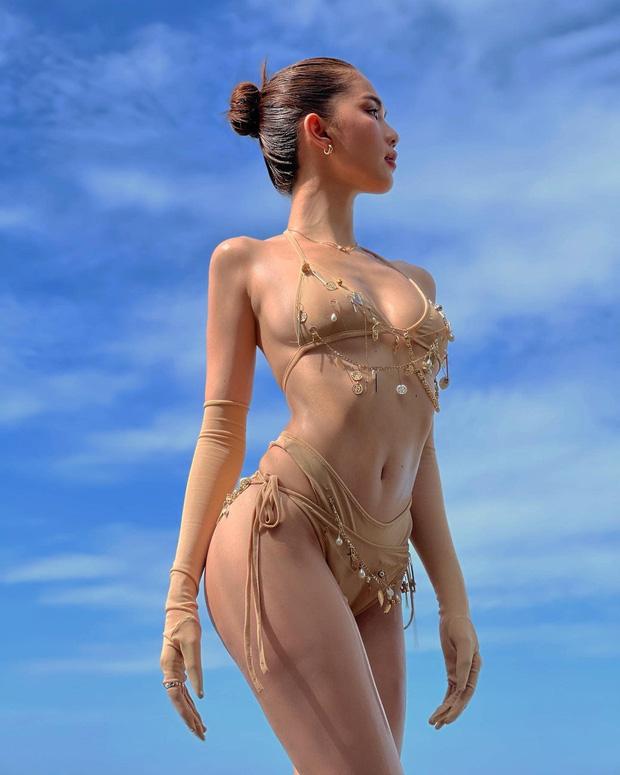 Ngọc Trinh mặc bikini chỉ che phần nhạy cảm, lại còn chú thích: 'Anh có thể làm ướt mọi thứ trên người em'. - Ảnh 3