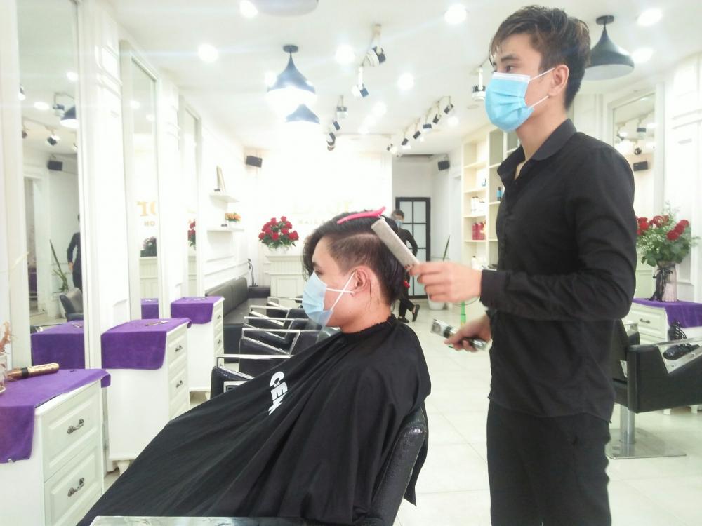 Hà Nội: Cửa hàng cắt tóc, massage,... nhộn nhịp trong ngày đầu mở cửa lại - Ảnh 3