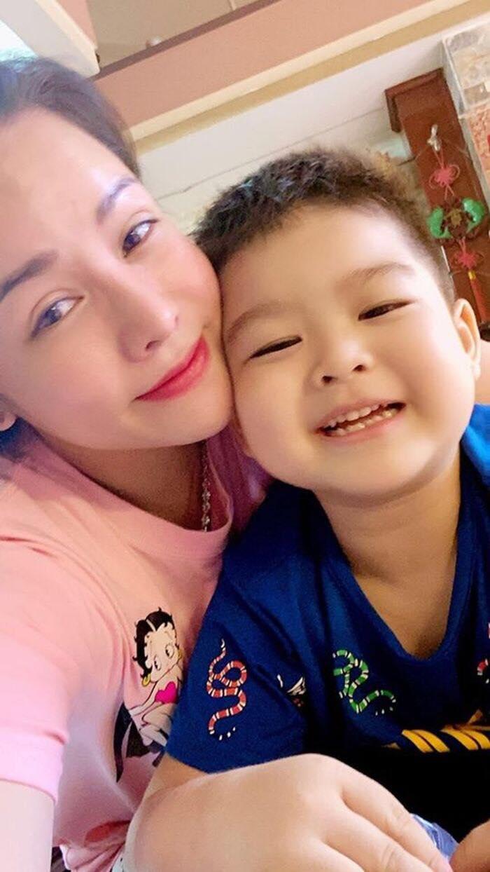 Nhật Kim Anh rơi lệ khi nhắc đến chồng cũ, tiết lộ lý do chưa đón con trai về sống cùng - Ảnh 3